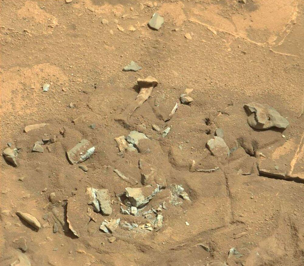 Útvar ve formě stehenní kosti na povrchu Marsu