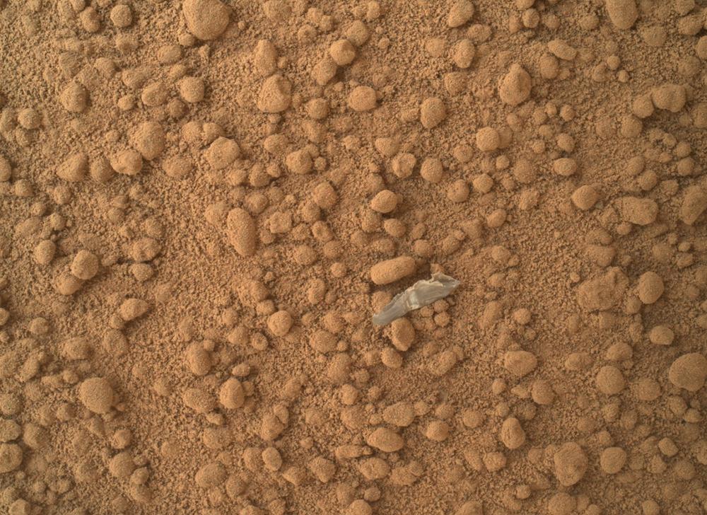 Kousek objektu na povrchu Marsu