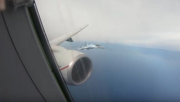 Ruské stíhačky Su-35 zachytily letoun Vojenského námořnictva USA nad Středozemním mořem - Sputnik Česká republika