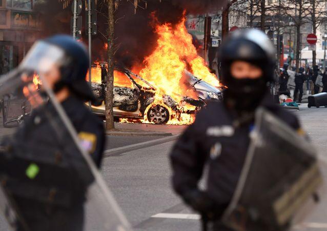 Demonstrace proti Evropské centrální bance ve Frankfurtu