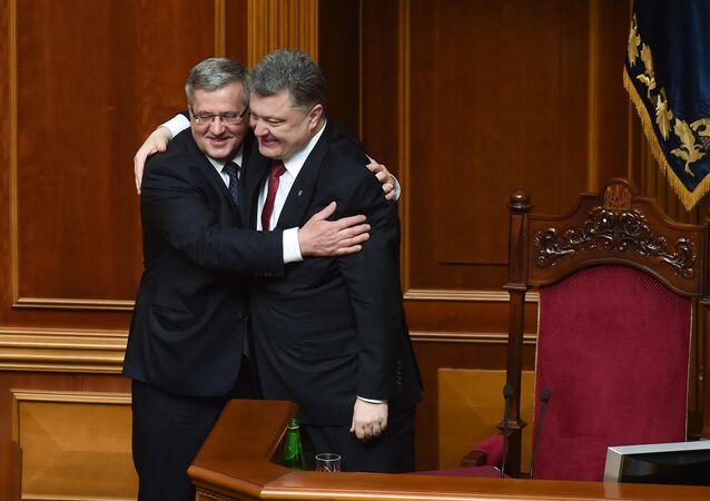 Ukrajinský prezident Petro Porošenko a bývalý polský prezident Bronisław Komorowski