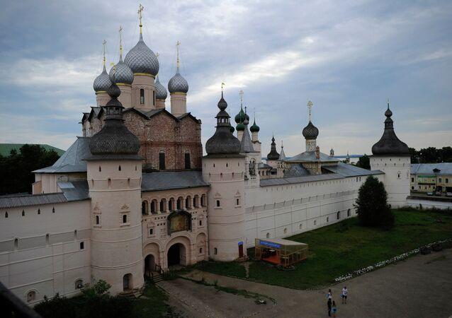 Rostov je starobylé město v Jaroslavské oblasti a jedno z turistických center Zlatého kruhu Ruska. Kvůli odlišení od Rostova na Donu se mu také říká Veliký Rostov