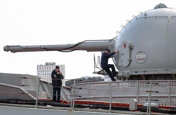 Posádka těžkého jaderného raketového křižníku Petr Veliký - Sputnik Česká republika