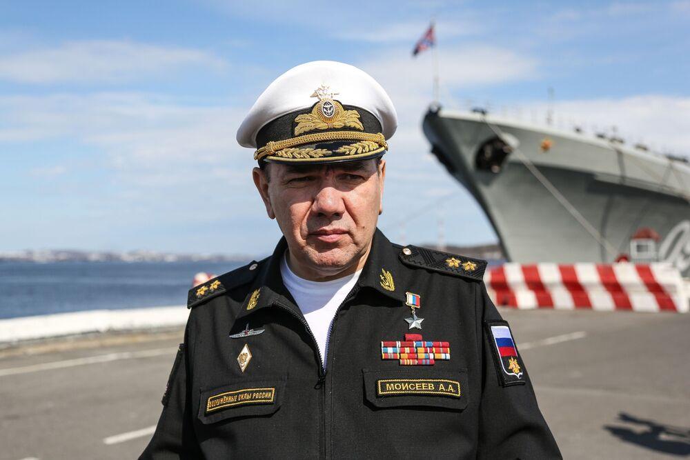Velitel Severního loďstva Ruské federace viceadmirál Alexander Moisejev