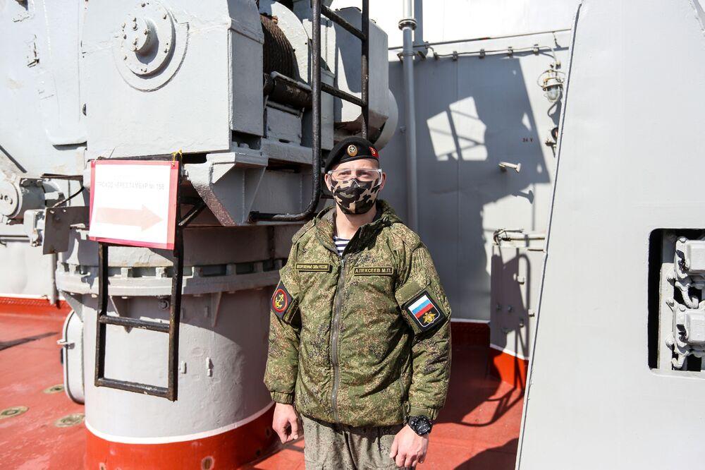 Námořník na palubě těžkého jaderného raketového křižníku Petr Veliký