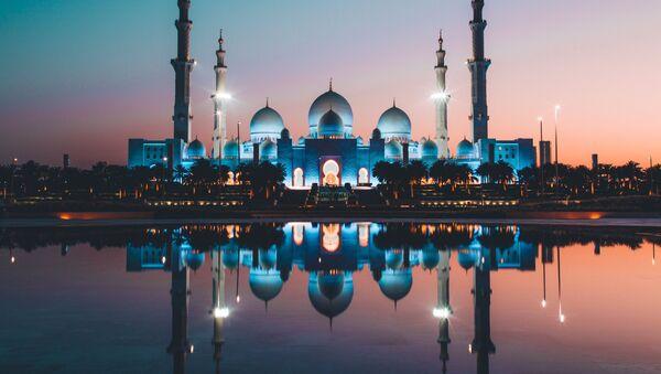 Mešita v Abú Dhabí. Ilustrační foto - Sputnik Česká republika