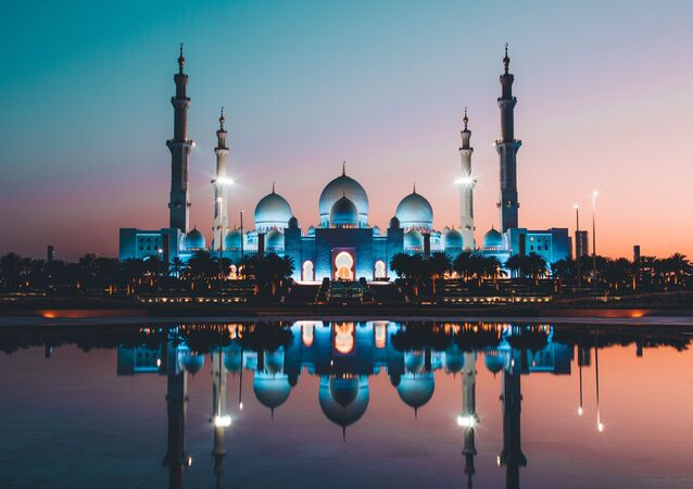 Mešita v Abú Dhabí. Ilustrační foto