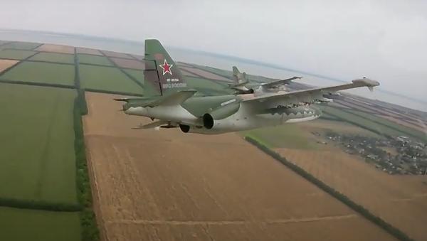 Pohled z kabiny. Příprava pilotů útočných letounů na přehlídku vítězství byla natočena - Sputnik Česká republika