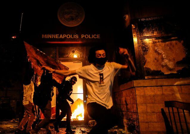 Protestující v USA