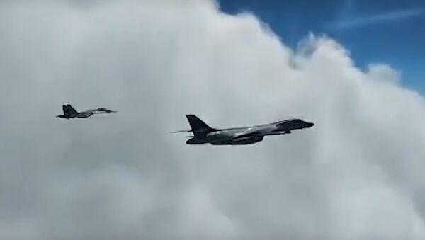 Ruské stíhačky doprovodily americké bombardéry B-1B nad Černým mořem - Sputnik Česká republika