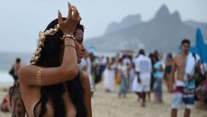 Svoboda a krása: Oslava mezinárodního dne bez podprsenek
