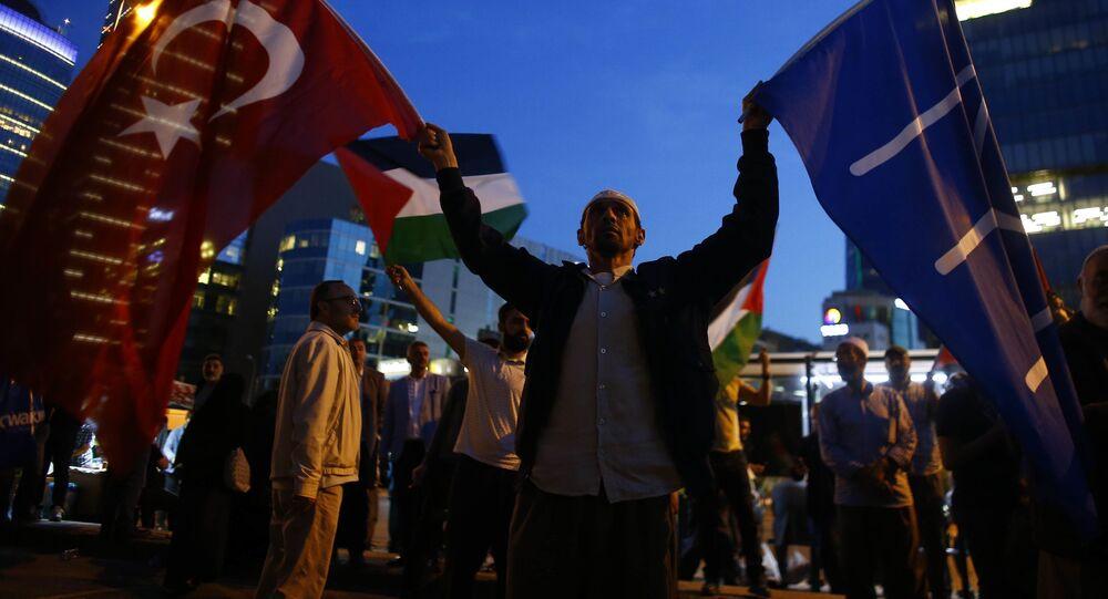 Protestní akce Istanbulu proti americkému velvyslanectví v Jeruzalému