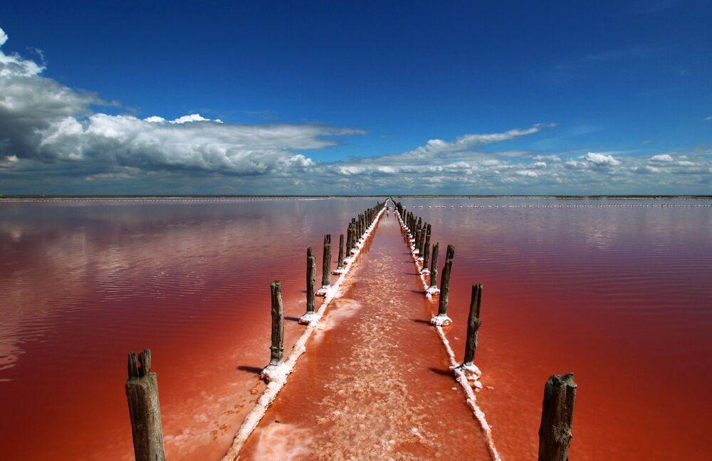 Slané jezero Sasyk-Sivaš na Krymu, Ruská federace.