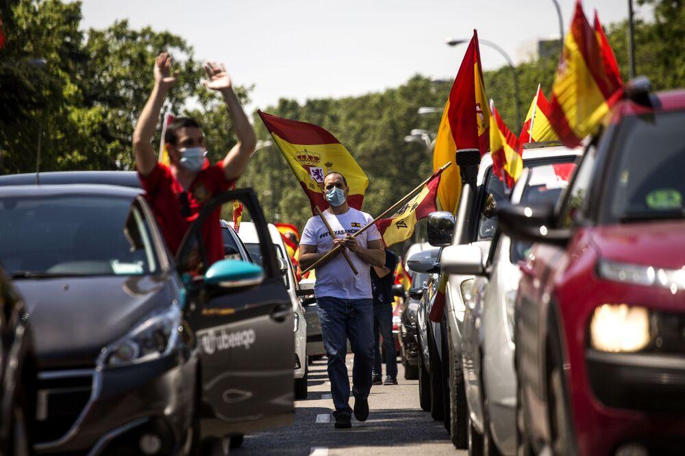 Demonstrace proti karanténním opatřením v Madridu, Španělsko.