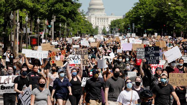 Protestující ve Washingtonu - Sputnik Česká republika