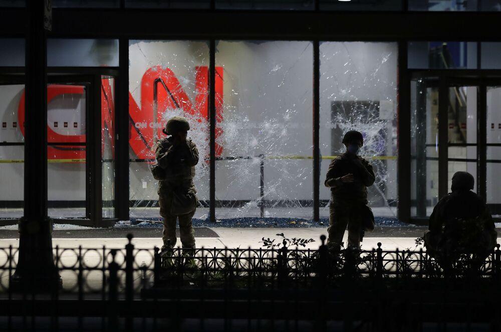 Národní garda u kanceláře CNN v Atlantě.