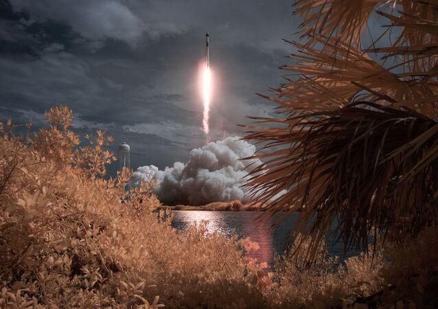 První start kosmické lodi Crew Dragon s posádkou