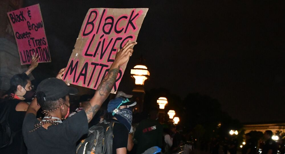 Demonstranty Black Lives Matter