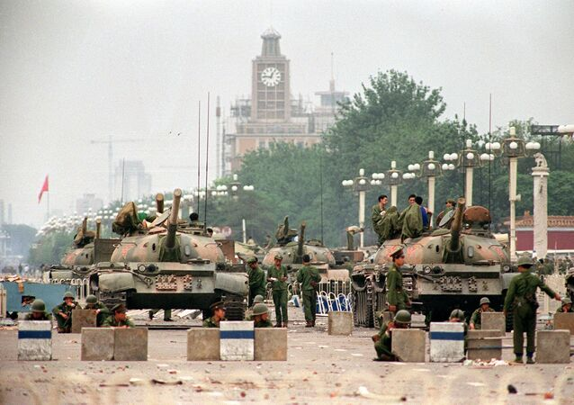 Tanky na náměstí Nebeského klidu v Pekingu