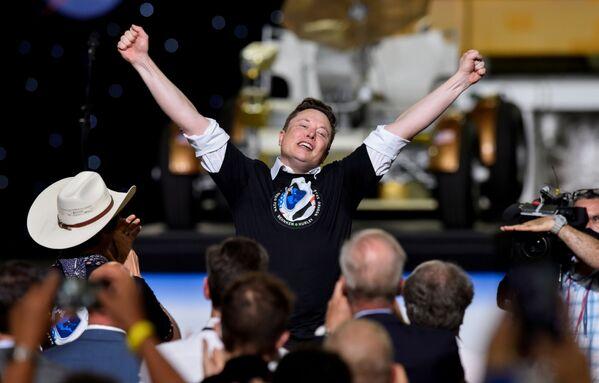 Zakladatel SpaceX Elon Musk oslavuje úspěšný start rakety Falcon 9 - Sputnik Česká republika