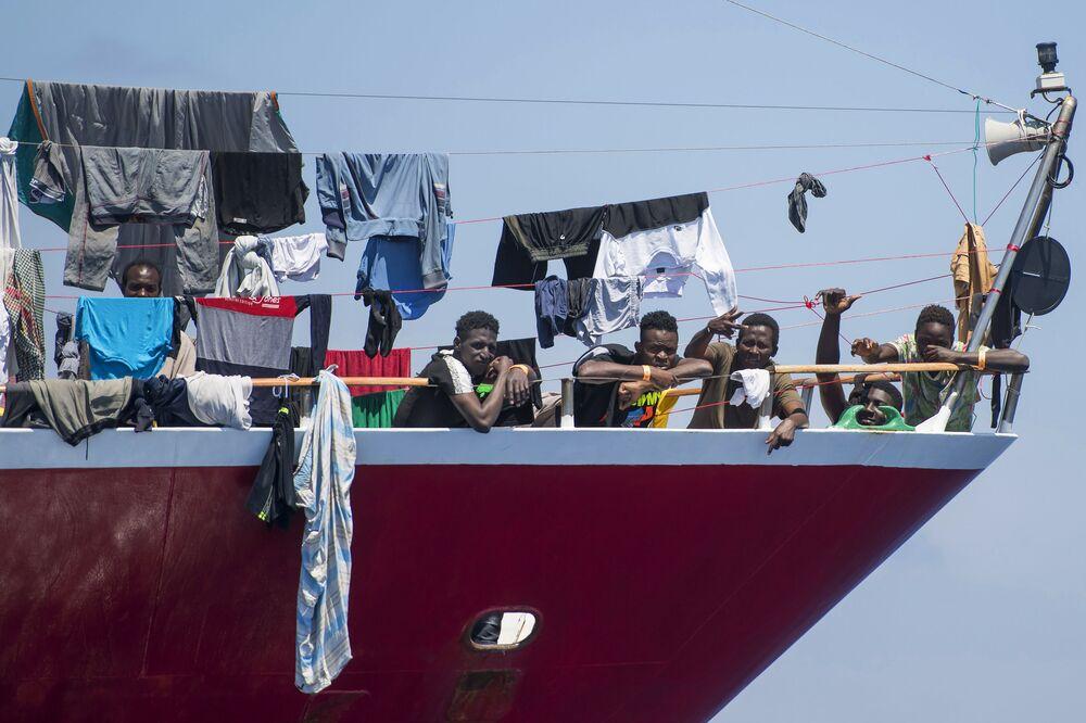 Migranti poblíž Malty
