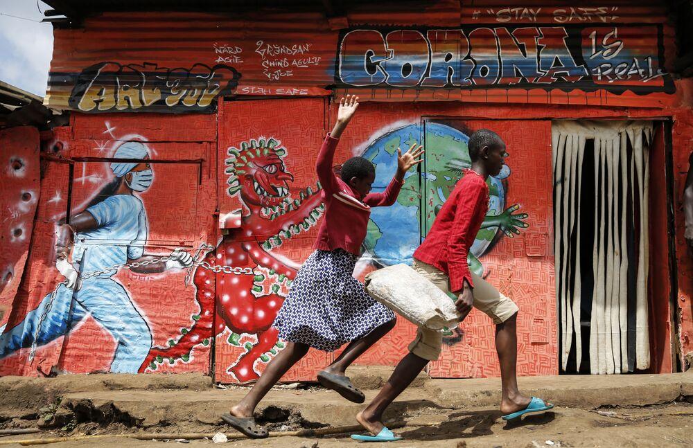 Běžící děti. Nairobi, Keňa