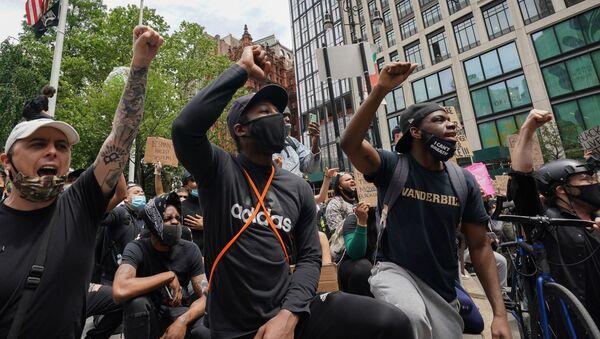 Protestující proti rasismu a policejní brutalitě v New Yorku - Sputnik Česká republika