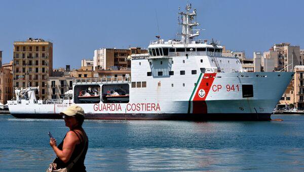 Корабль итальянской береговой охраны Diciotti - Sputnik Česká republika