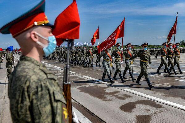 Vojáci během zkoušky přehlídky k 75. výročí vítězství. Alabino, Moskevská oblast. - Sputnik Česká republika