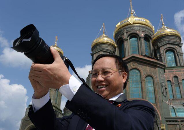 Vietnamský velvyslanec v Rusku Ngo Duc Manh během návštěvy hlavního chrámu Ozbrojených sil Ruské federace v parku Patriot, Moskevská oblast