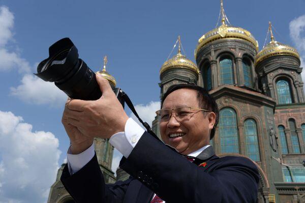 Vietnamský velvyslanec v Rusku Ngo Duc Manh během návštěvy hlavního chrámu Ozbrojených sil Ruské federace v parku Patriot, Moskevská oblast - Sputnik Česká republika