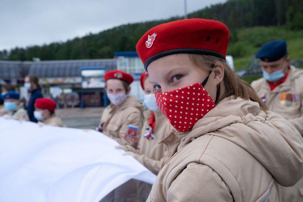 Účastníci akce Vlajka Ruska v Južno-Sachalinsku.