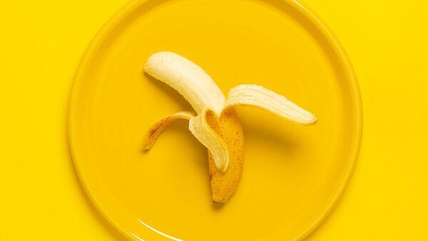 Banán na žlutém talíři - Sputnik Česká republika