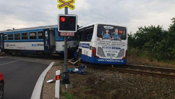 Srážka autobusu a vlaku na Benešovsku - Sputnik Česká republika