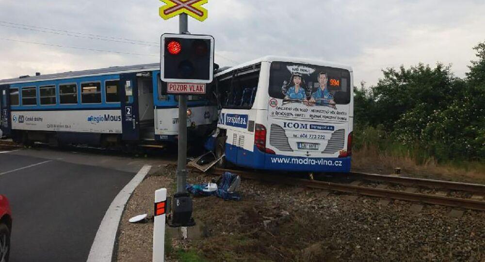 Srážka autobusu a vlaku na Benešovsku