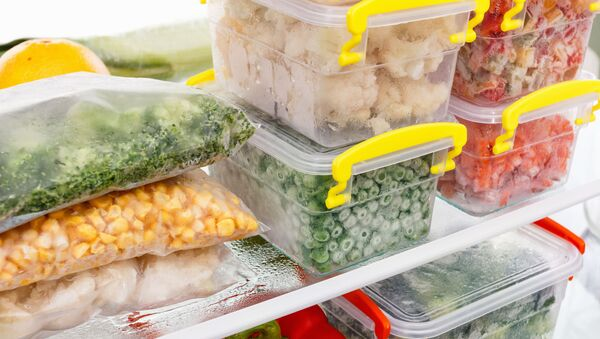 Kelímky s potravinami v ledničce - Sputnik Česká republika