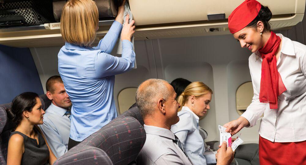 Cestující v letounu. Ilustrační foto