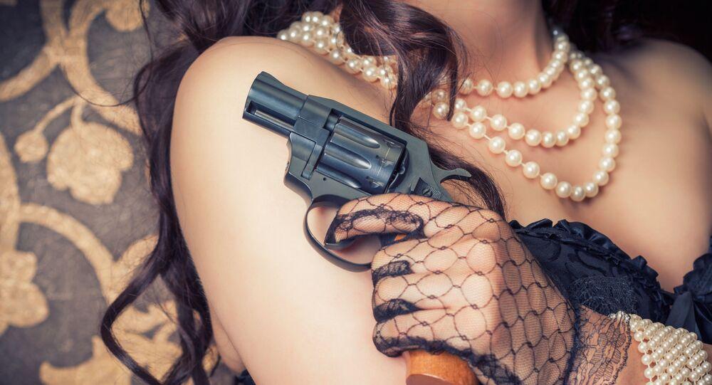 Dívka s pistolí v ruce