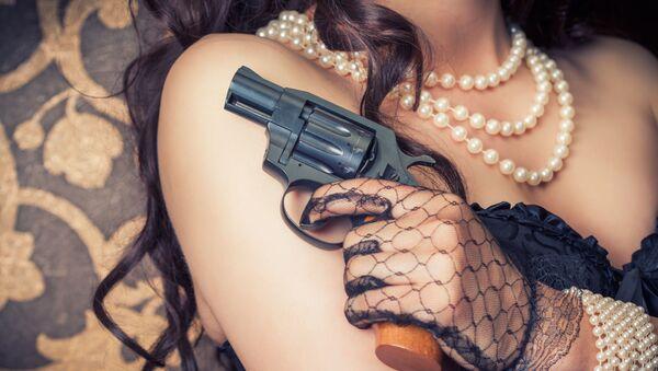 Dívka s pistolí v ruce - Sputnik Česká republika