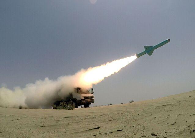 Start íránské rakety s plochou dráhou letu