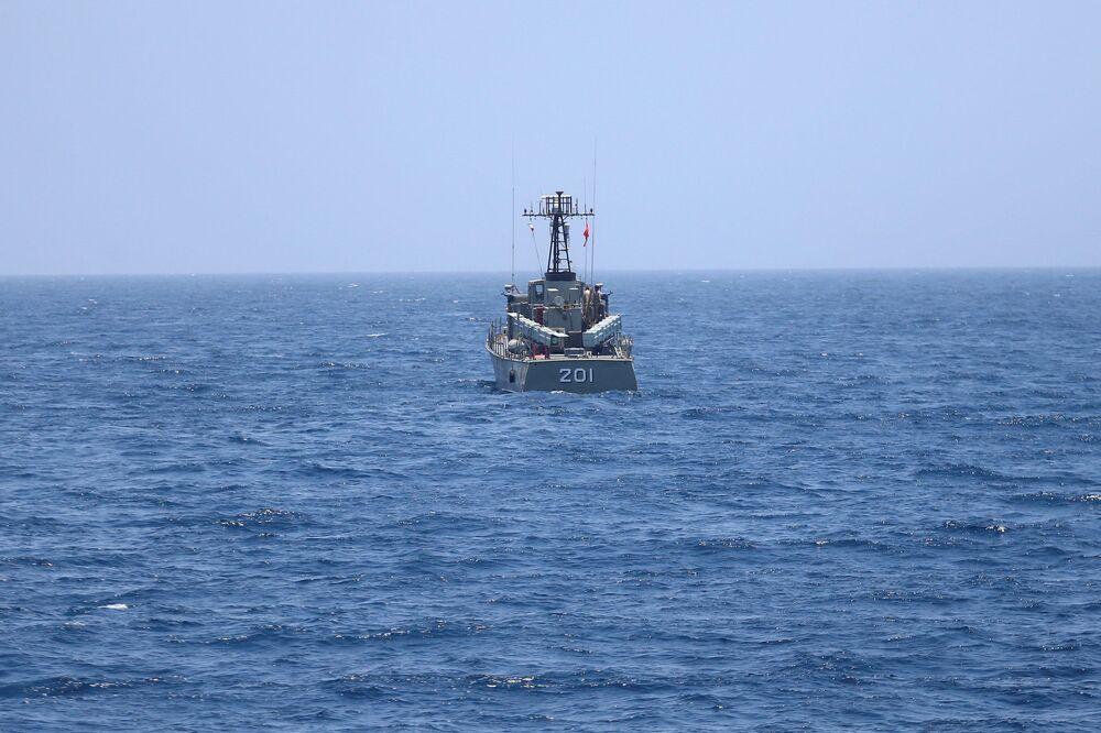 Íránská válečná loď v Ománském zálivu během vojenského cvičení
