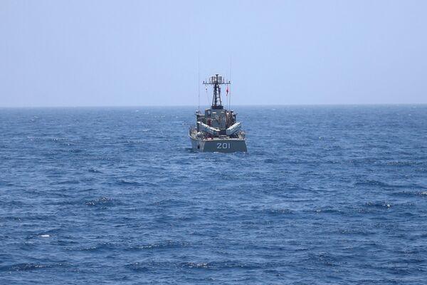 Íránská válečná loď v Ománském zálivu během vojenského cvičení - Sputnik Česká republika