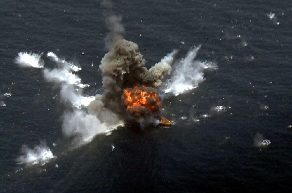 Íránská raketa zasáhla cíl v Ománském zálivu