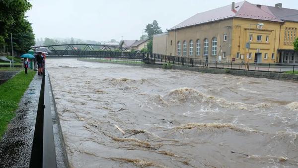 Řeka Smědá ve Frýdlantsku během vytrvalých dešťů - Sputnik Česká republika