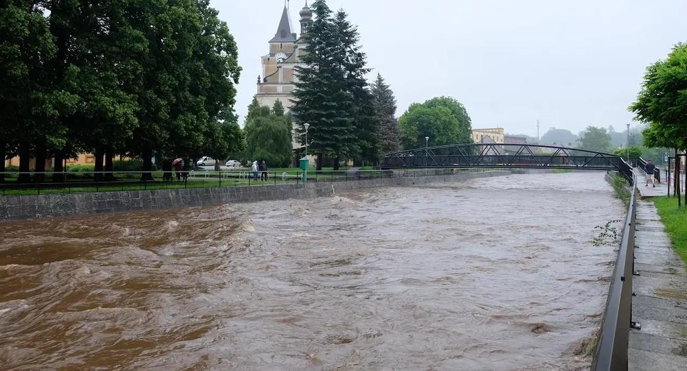 Řeka Smědá na Frýdlantsku během vytrvalých dešťů. Ilustrační foto