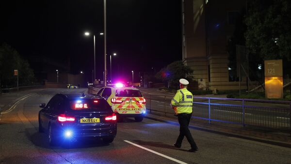 Policie na místě činu, kde došlo k útoku nožem, v britském Readingu - Sputnik Česká republika