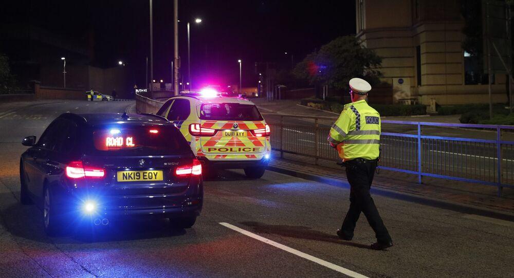 Policie na místě činu, kde došlo k útoku nožem, v britském Readingu
