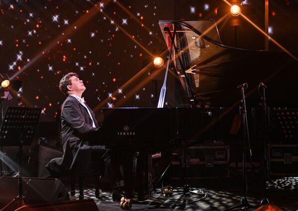 Online koncert ruského pianisty Denisa Macujeva v rámci projektu Show ON! - Sputnik Česká republika