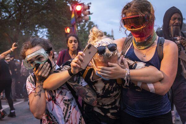 Protestující po střetech s policií ve Washingtonu. - Sputnik Česká republika