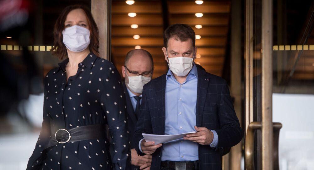 Veronika Remišová, Richar Sulík a Igor Matovič při vyhlášení nového složení vlády Slovenska